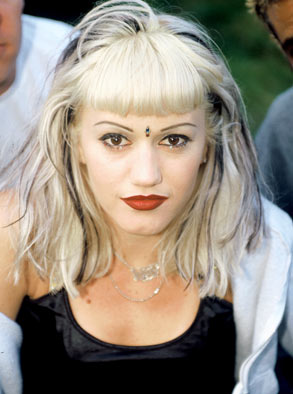 With the 0.14 carat pear-shaped Fancy Intense Blue diamond, you can be as stylish as Gwen Stefani during the 90s.