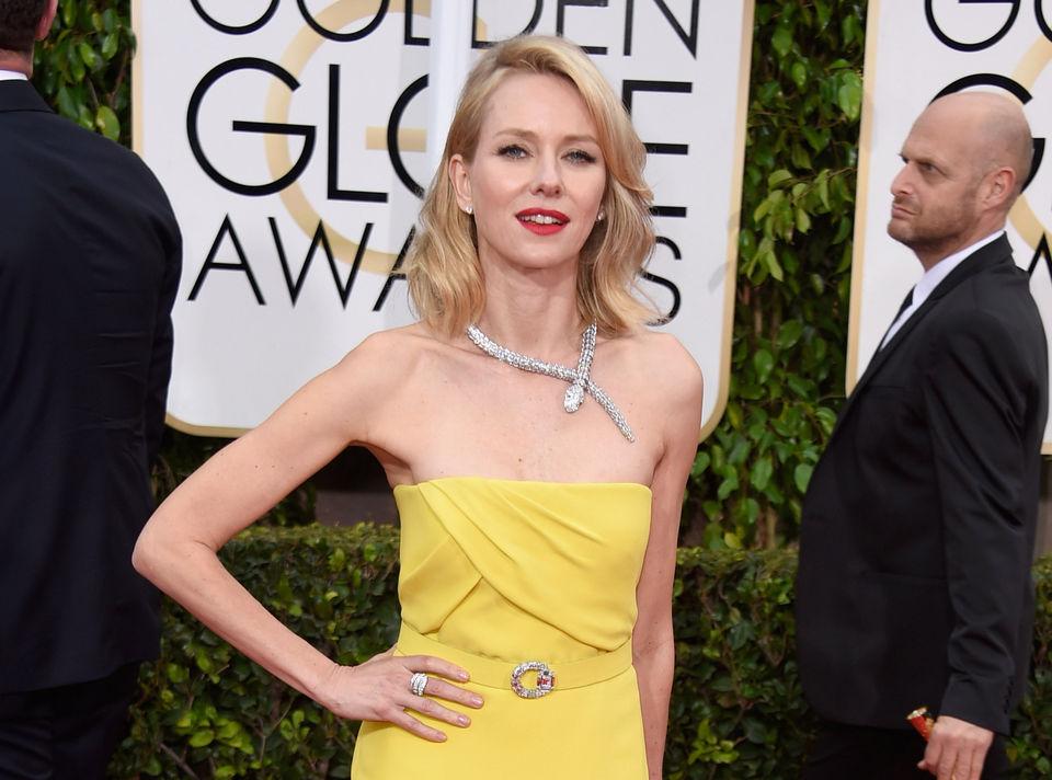 Naomi Watts wearing Bulgari snake necklace on Golden Globes red carpet 2015